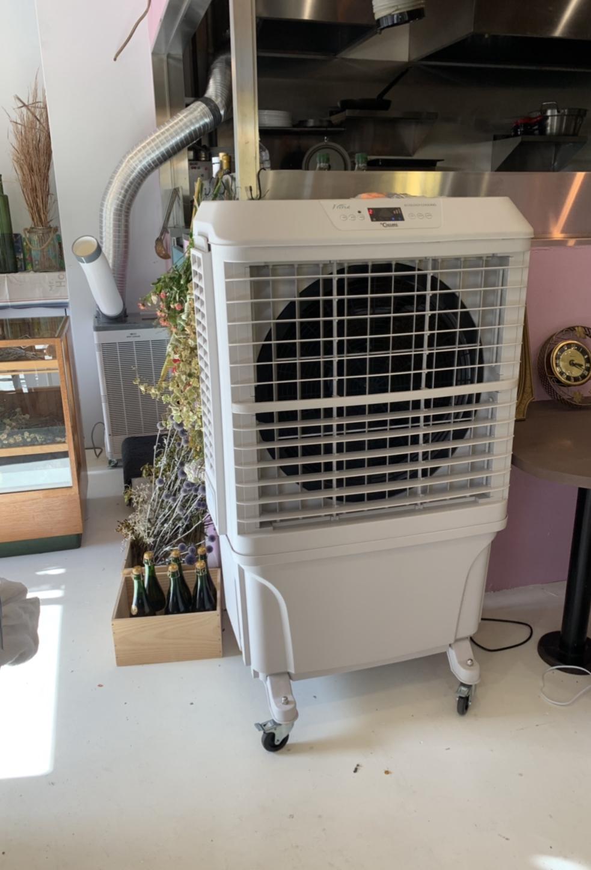 某店舗様 大型冷風扇納品